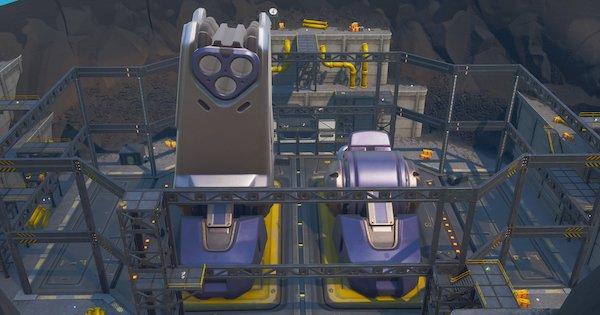 火山に巨大ロボット出現!?現在絶賛建造中!