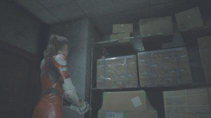 東倉庫小部屋のMr.ラクーン人形