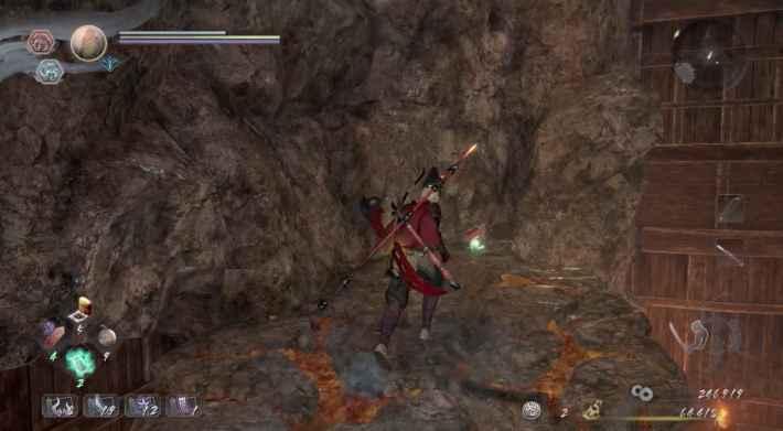 エレベーターで洞窟内上部まで進み、板の上から岩へ飛び移れる場所